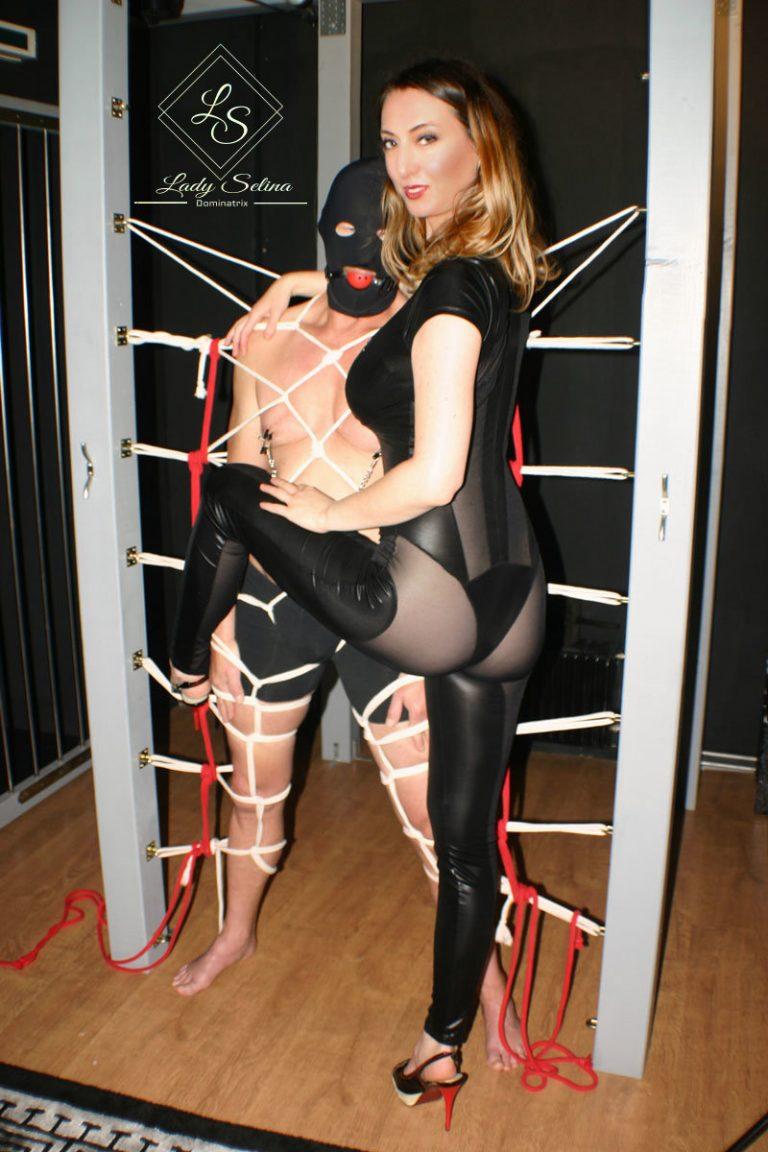 Bondage Lady Selina Domina Wien restriktive Fesselung
