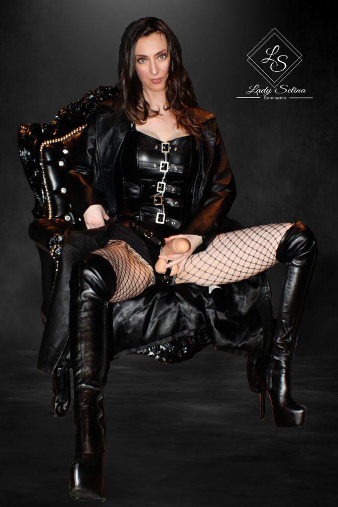 Lady Selina Strapon Domina Leder BDSM Feminisierung