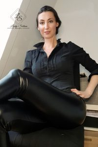 Lady_Selina_leder