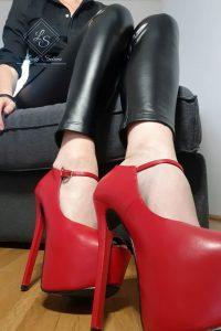 Lady Selina Domina Fuß- und Schuherotik