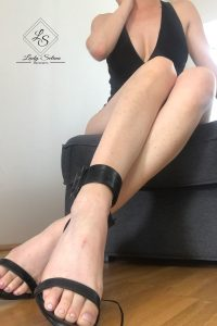Lady Selina Domina Fußfetisch nacktfuß
