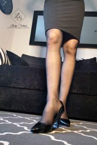 Lady Selina Domina dominante Beine