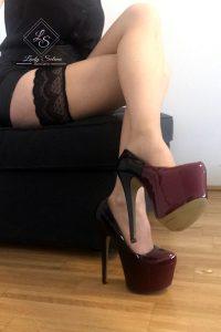 Lady Selina Domina Lange Beine und Heels